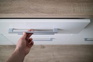 What to Consider When Choosing Cabinet Hardware